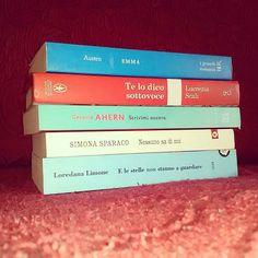 """""""Stile dorsale"""": scrivere poesie con i titoli dei libri  Emma Te lo dico sottovoce: Scrivimi Ancora Nessuno sa di noi E le stelle non stanno a guardare  Giorno 14 #dueanniconletwins  #libriparlanti #stiledorsale #libri #leggere #lettura #poesia #parole #amoleggere #libriovunque #books #booknerd #bookworm #bibliophile #bookish #booklover #bookstagram #instabook #fotodelgiorno #romanzi #instagood #instapic #picoftheday #bookporn #bookaholic #read #janeausten"""