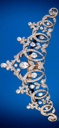 I need this for my birthday next week. Tiara by Tiffany & Co., Gold, platinum, and diamonds. Courtesy Museum of the City of New York and Gilded New York (Monacelli Press) Royal Tiaras, Tiaras And Crowns, Royal Jewelry, Vintage Jewelry, Gold Jewellery, Tiffany Jewellery, Bijoux Art Nouveau, The Bling Ring, Do It Yourself Jewelry