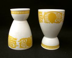 2x VINTAGE ARABIA FINLAND YELLOW CHICKEN EGG CUPS MID CENTURY SCANDINAVIAN EAMES