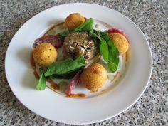 1  Champignon   farci   saucisson   et   croquettes  de  pommes  de terre  Gino  D'Aquino.