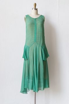 this might be a long shot and doesn't have to be vintage but love this style for Jessie 20s Fashion, Fashion History, Retro Fashion, Vintage Fashion, Victorian Fashion, Vintage Clothing Online, Online Clothing Stores, Vintage Dresses, Vintage Outfits