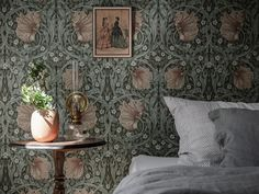 Could You Imagine Living In This Dreamy Swedish Home? (my scandinavian home) Decor, Wall Decor Bedroom, Scandinavian Home Interiors, Foyer Decorating, House Interior, Scandinavian Home, Floral Wallpaper Bedroom, My Scandinavian Home, Kids Room Furniture