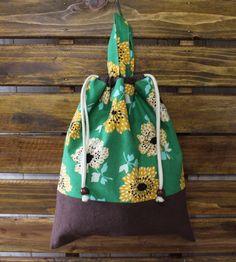 入園・入学グッズでとっても便利な着替え袋になりますサイズも大きいのでたくさん着替えが入ります体操着入れに、保育園の着替え袋に、旅行の細かいものをまとめるポーチ...|ハンドメイド、手作り、手仕事品の通販・販売・購入ならCreema。 Drawing Bag, Creema, Handmade, Crafts, Bags, Craft Ideas, Totes, Handbags, Hand Made