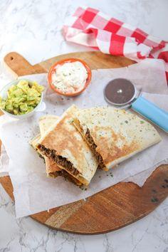 Quesadilla met gehakt - In 30 minuten klaar! - Lekker en Simpel Quesadilla, Pita Wrap, Sunday Recipes, Tex Mex, Guacamole, Love Food, Nom Nom, Bbq, Oven