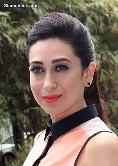 Karisma Kapoor kept true to her classy yet low-key style at an event organized to hand over the cheques to the winners of the Playwin Sikkim Jackpot in Mumbai, India on June Indian Actress Hot Pics, Actress Pics, Most Beautiful Indian Actress, Beautiful Actresses, Indian Actresses, Vintage Bollywood, Indian Bollywood, Bollywood Stars, Indian Celebrities