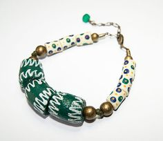 Green zig zag african beaded bracelet - ethnic patterns - hand painted beads - recycled glass