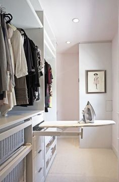Walk In Closet Ideas - Trying to find some fresh ideas to redesign your closet? Visit our gallery of leading deluxe walk in closet design ideas and also images. Walking Closet, Walking Wardrobe Ideas, Walk In Closet Design, Closet Designs, Small Walk In Wardrobe, Closet Ideas For Small Spaces, Small Walkin Closet, Master Closet Design, White Closet