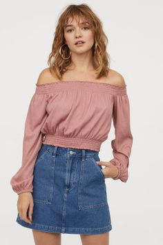 Short, off-the-shoulder top in crinkled jersey with smocking at upper edge and at hem. Long, wide sleeves with elasticized cuffs. Vintage Tops, Vintage Pink, Bastilla, Fashion Company, Beret, Smocking, Sleeve Styles, Denim Skirt, Long Sleeve Tops
