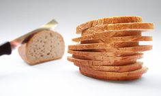 Gluten Free & Vegan Bread Recipe If you are both vegan and gluten free, bread can be such a challenge. Most gluten free bread tastes like cardboard. This is the only recipe that I've found that satisfies. Healthy Soup Recipes, Bread Recipes, Snack Recipes, Healthy Foods, Faire Des Croutons, Pan Sin Gluten, Vegan Bread, Bread Food, Gluten Free Diet
