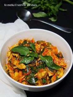 resep tongkol suwir pedas Bread Recipes, Cooking Recipes, Asian Recipes, Ethnic Recipes, Malaysian Food, Indonesian Food, Seafood Recipes, Thai Red Curry, Food To Make