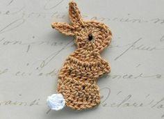 Crochê com tema para Páscoa Podemos aplicar em vestidinhos, meias, tic tac, arco de cabelo, barrado de toalhas, ...  Aqui: https://www.facebook.com/pages/Chiquinha-Artesanato/345067182280566