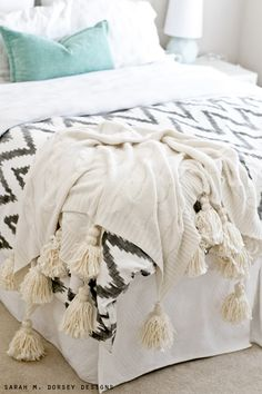 sarah m. dorsey designs: DIY Anthro Inspired Tassel Throw | Tutorial