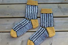 Ravelry: Fiskbenssockor pattern by Johanna S Crotchet, Knit Crochet, Woolen Socks, Knitting Socks, Ravelry, Knitting Patterns, Slippers, Stitch, Sewing