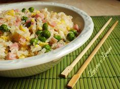 Il riso cantonese è un piatto tipico della tradizione cinese, ma ormai molto apprezzato anche in Italia. Viene utilizzato il riso basmati a chicco lungo