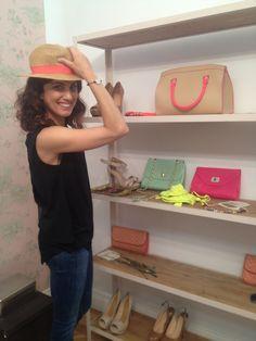 Toni Acosta probándose la colección de @Stradivarius Official