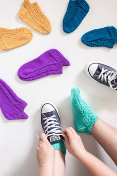 Knitted Socks Free Pattern, Crochet Socks, Knitted Slippers, Baby Knitting Patterns, Knitting Socks, Knit Crochet, Handicraft, Yeezy, Sewing Crafts