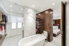 V súkromnej kúpeľni hrá prím taliansky mramor Statutario Venato.