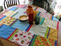 Moda Bake Shop: Retro Table Topper (Unlined) - love the style, not crazy about the fabrics