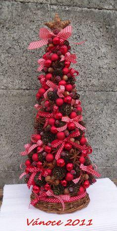 Červený vánoční stromeček