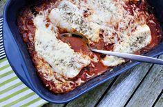 Ook kinderen zijn er dol op: kabeljauw uit de oven met pesto-tomatensaus Lasagna, Foodies, French Toast, Pesto, Fish, Broccoli, Breakfast, Ethnic Recipes, Skinny