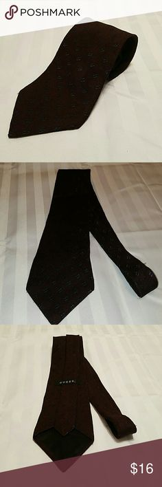GUESS NECKTIE. NWOT. 3.5IN X 58IN. MENS Men's Guess Necktie Brand NEW Without Tags Size is 3.5 width x 58 length Made of Silk Made in U.S.A RN#: 91602  **I WILL ACCEPT A REASONABLE OFFER** ** SAVE MORE BY BUNDLING ITEMS ** Guess Accessories Ties