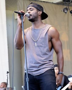 Look at those arms! Luke James. http://www.cosmopolitan.com/celebrity/news/ladyboner-luke-james