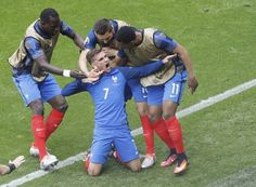 Football Soccer - France v Republic of Ireland - EURO 2016 - Round of 16 - Stade de Lyon - Lyon, France - France's Antoine Griezmann celebrates after scoring the second goal against Republic of Ireland REUTERS/Max Rossi Antoine Griezmann, Neymar, Messi, James Rodriguez, Psg, Football Soccer, Football Players, Ireland Euro 2016, France Euro