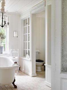 Toiletgedeelte in de badkamer is afgeschermd!