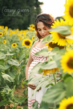 sunflower maternity, sunflower maternity session, sunflower field session, atlanta maternity photographer, newnan maternity photographer, styled maternity shoot, casey green photography, newnan family photographer, newnan lifestyle photographer,