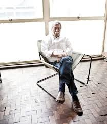 Paulo Mendes da Rocha seated at his Paulistano armchair