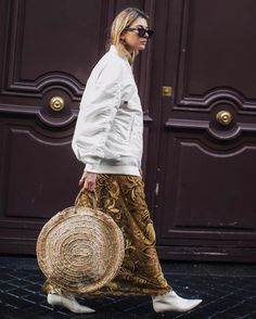Street style at Paris Fashion Week Fall/Winter Fashion Week, Paris Fashion, Winter Fashion, Womens Fashion, Fashion Trends, Style Désinvolte Chic, Gypsy Style, My Style, Look Street Style