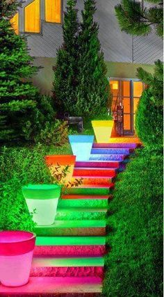 The deco idea of Sunday: a bright exterior staircase