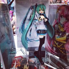 #HatsuneMiku is promoting her art books here at booth 4529 #sdcc! Asobini kitene! #vocaloid #miku #sdcc2014 #booth4529