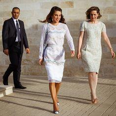 "Queen Rania of Jordan in Issa ""Rosemary"" dress with Paul Andrew Corinth pumps - Graduation, June 2015"