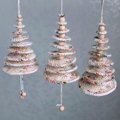 Crochet / make Christmas trees (Hilde Haakt) - Christmas Christmas Decorations Diy Crafts, Modern Christmas Ornaments, Hanging Christmas Tree, How To Make Christmas Tree, Crochet Christmas Ornaments, Christmas Crochet Patterns, Christmas Knitting, Diy Christmas Gifts, Diy Weihnachten