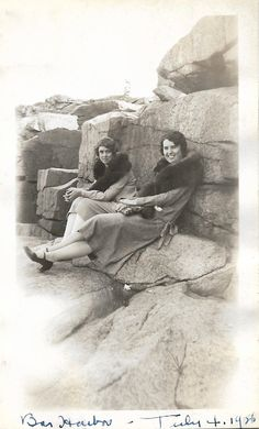 Bar Harbor July 4, 1926 Pretty Flappers Pose On Rocky Beach In Maine Vintage Snapshot Independence Day Flapper Fashion Coats Shoes