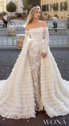 WONÁ Wedding Dresses And Evening Gowns 2020 - aaTv izle Country Wedding Dresses, Black Wedding Dresses, Gorgeous Wedding Dress, Princess Wedding Dresses, Bridal Dresses, Wedding Gowns, Modest Wedding, Wedding Ceremony, Lace Wedding