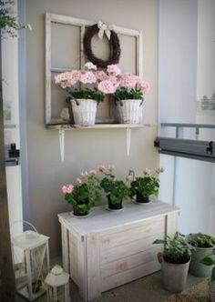 maalaisromanttista parvekkeelle Beautiful Gardens, Beautiful Homes, Porch Decorating, Interior Decorating, Provence Style, Beautiful Houses Interior, Garden Ornaments, Plant Decor, Interior Inspiration