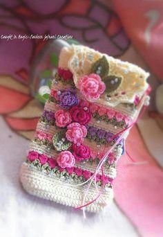 Marvelous Crochet A Shell Stitch Purse Bag Ideas. Wonderful Crochet A Shell Stitch Purse Bag Ideas. Crochet Phone Cover, Crochet Case, Love Crochet, Crochet Gifts, Crochet Flowers, Crochet Clutch, Crochet Handbags, Crochet Purses, Diy Tricot Crochet