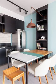 Modern Kitchen Interior I love the little upcycle thats been accomplished here - the blue table stripe that coordinates with the kitchen wall and brings the whole look together. Apartment Kitchen, Kitchen Interior, New Kitchen, Home Interior Design, Kitchen Decor, Interior Decorating, Kitchen Walls, Kitchen Ideas, Kitchen Paint