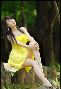 Hwang Mi Hee Very Nice Dressing And Sit In The Tree.