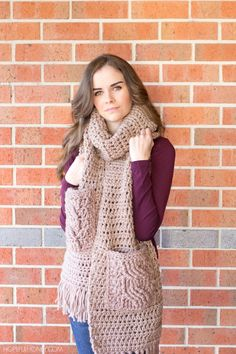 Oversized Scarf with cabled pockets - Free Crochet Pattern - includes video tutorial on the cable stitch. I always love things with pockets! Even a scarf! Crochet Poncho, Crochet Scarves, Crochet Clothes, Easy Crochet, Free Crochet, Love Knitting, Knitting Patterns, Crochet Patterns, Beginner Knitting