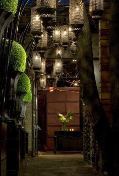 Modern Restaurant Design : Ultra Restaurant by Munge Leung