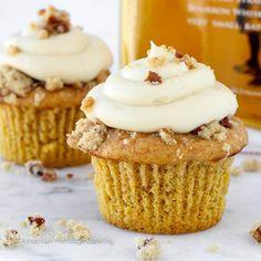 These Pumpkin Pecan Pie Cupcakes are a moist cake filled with pecan pie filling topped with pecan crumble and Bourbon Brown Sugar Cream Cheese Frosting. Pecan Pies, Pecan Pie Cupcakes, Pecan Pie Filling, Pumpkin Pecan Pie, Pumpkin Recipes, Pumpkin Cakes, Cooking Pumpkin, Pumpkin Spice, Cupcake Recipes
