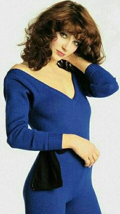 See Kate Bush pictures, photo shoots, and listen online to the latest music. Music Like, Her Music, Music Icon, Carl Benz, Uk Singles Chart, Foto Pose, Female Singers, Record Producer, Woman Crush