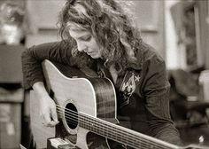 Janet Robin dokáže hrát na kytaru i zuby,   při evropském turné navštíví Hranice