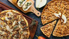 Zářijové sluníčko už sice nemá takovou sílu jako v létě, ale dozrávající hrušky jsou pro všechny správné kulináře alespoň částečnou kompenzací přicházejícího podzimu. Pojďte si na nich taky pochutnat! Healthy Cookies, Mozzarella, Vegetable Pizza, Bread, Chicken, Vegetables, Food, Healthy Biscuits, Brot