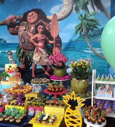 Detalhes da festa moana #moana #lindafesta #inspiracaododia #inspiration #cakedesign #inspiração ... Moana Theme Birthday, Luau Theme, 3rd Birthday Parties, 2nd Birthday, Splash Party, Moana Party, Art Party, Fun To Be One, Birthday Decorations
