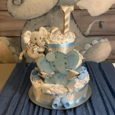 This elephant themed diaper cake makes a perfect gift or centerpiece for a baby shower. Baby Shower For Boys, Baby Shower Ideas For Boys Themes, Baby Shower Niño, Baby Shower Diapers, Elephant Baby Shower Decor, Elephant Theme, Peanut Baby Shower, Elephant Diaper Cakes, Baby Shower Centerpieces