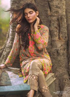 mina_hasan_embroidered_fabric_2015_540_02